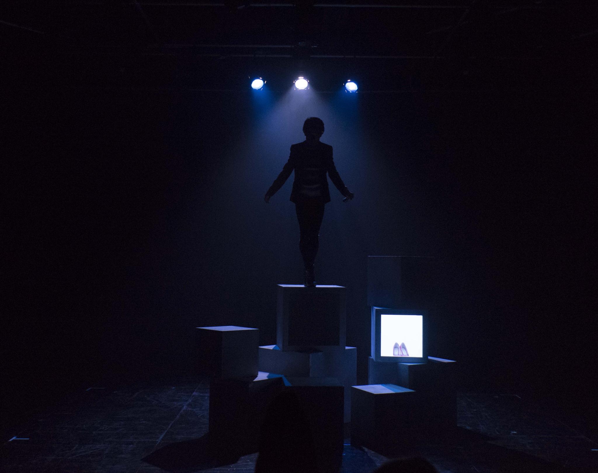 《不長人》演出相片(劇照由怪老樹劇團提供;攝影:Sofia Ung)
