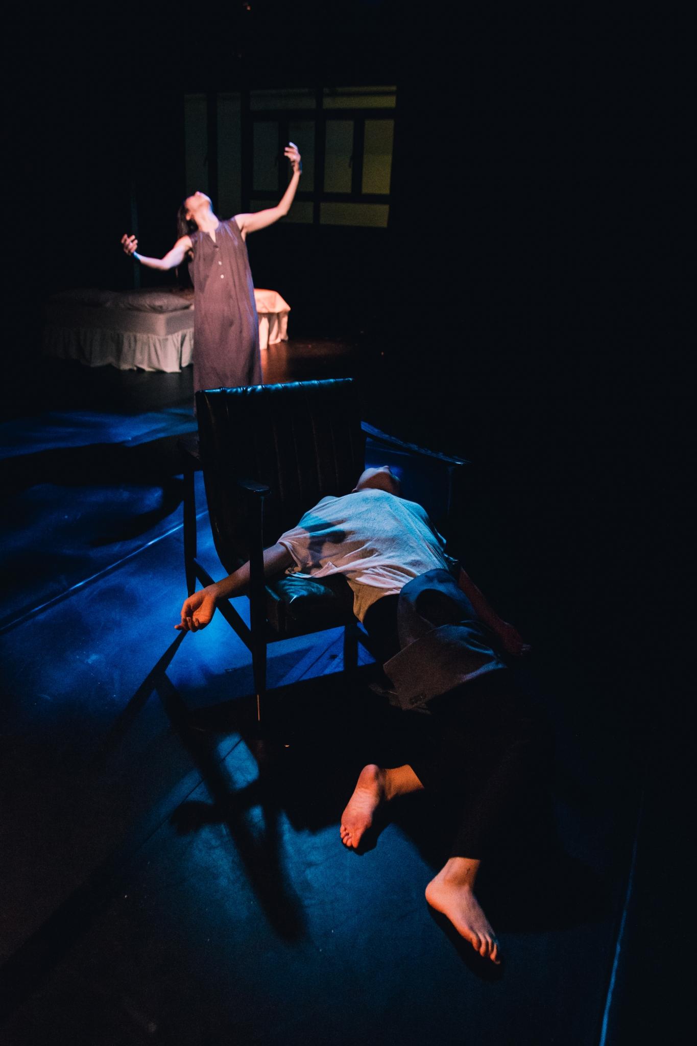 《安娜與蘇珊》演出相片(劇照由足跡提供;攝影:Lei Pui Cheng)