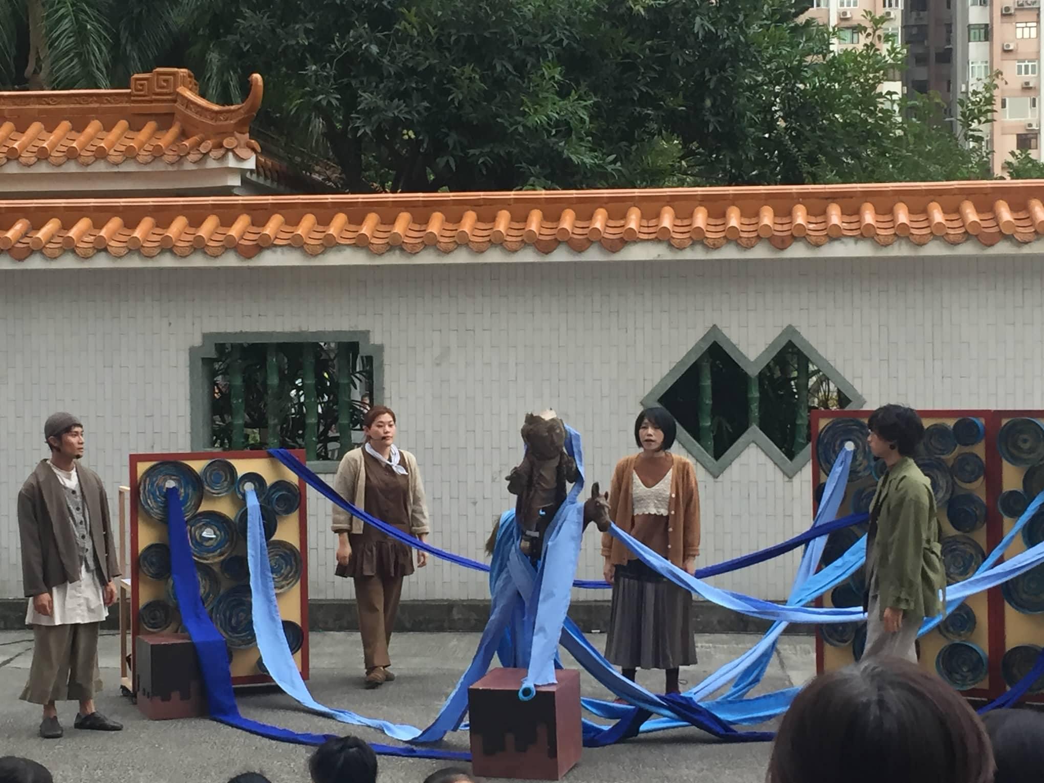 《藍色大樹》演出照(劇照由怪老樹劇團提供)