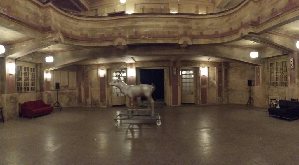 2倒置使用觀眾席空間為舞台