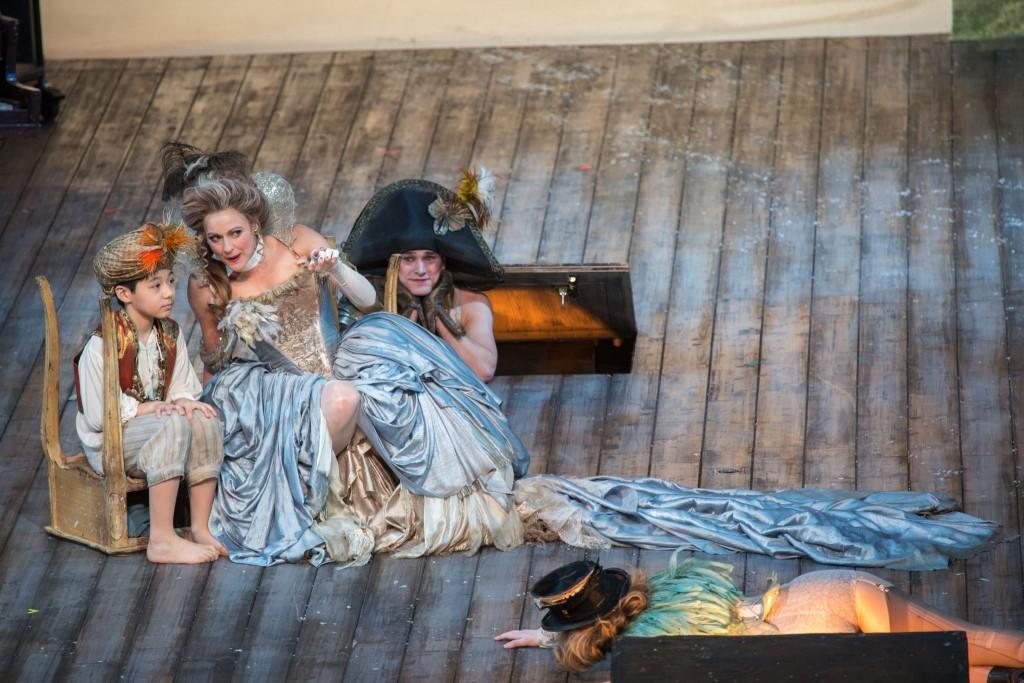 《仲夏夜之夢》– Hugo Duarte de Sousa as Changeling Boy, Sara Topham as Titania, Ross Destiche as Ensemble and Nancy Anderson as First Fairy in Shakespeare Theatre Company's A Midsummer Night's Dream.(相片由文化局提供)