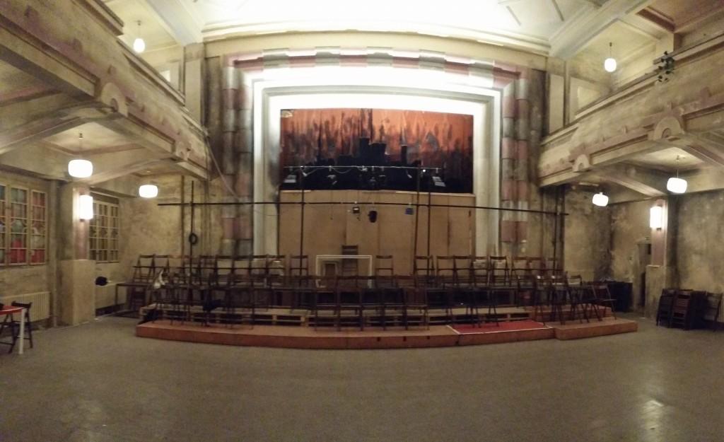 3觀眾席後方是原舞台_不日重建