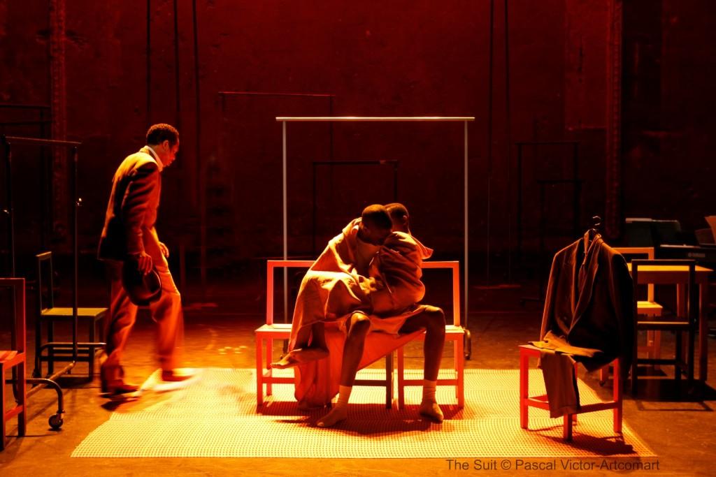 第26屆澳門藝術節 -《情人的西裝》/北方布夫劇場(法國) (相片由澳門文化局提供)