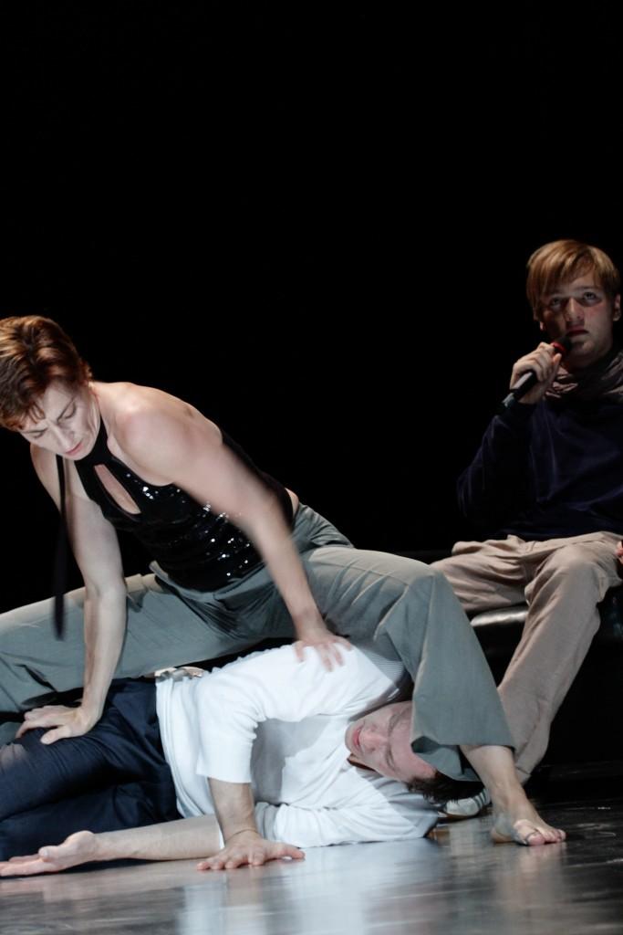 第26屆澳門藝術節 -《信任》/林列寧廣場劇院(德國) (相片由澳門文化局提供)