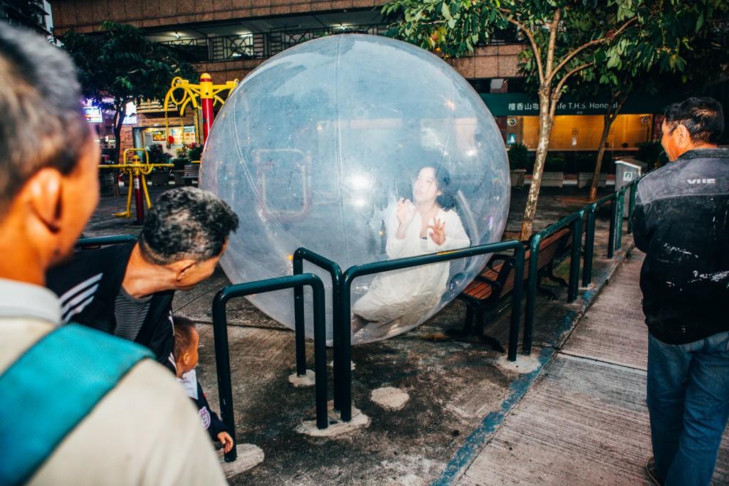 《OFF | SITE‧在場 2016》,《距離》創作及演出:許嘉敏,由梳打埠實驗工場提供(攝影︰歐陽永鋒)