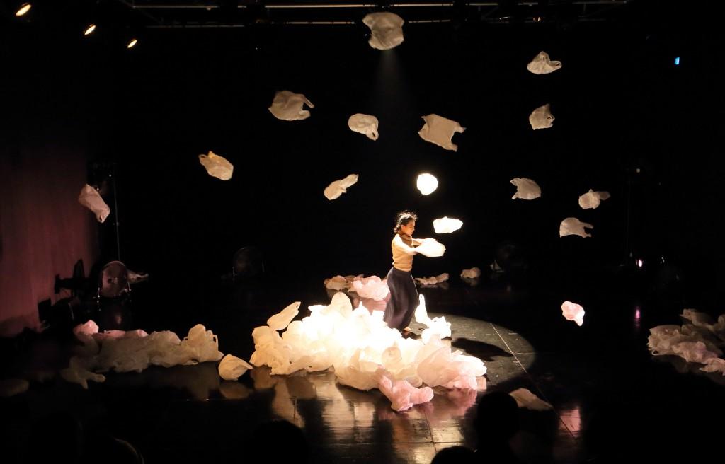 《織.景.物:晚潮》演出相片(相片由澳門文化局提供)