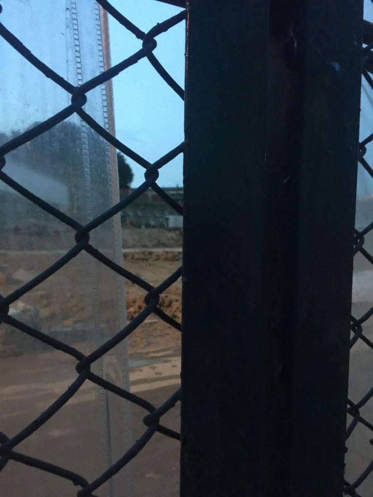 「樂生療養院」圍欄外(相片由作者提供)
