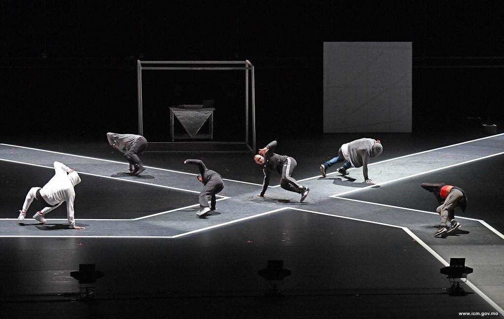 第二十八屆澳門藝術節《致侄子的信》│ 比爾.提.瓊斯現代舞團(美國)(圖片由文化局提供)
