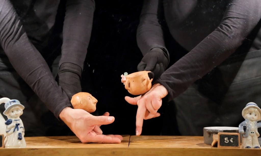 第二十八屆澳門藝術節《巧手陶偶》│ 後院劇團(西班牙)(圖片由文化局提供)