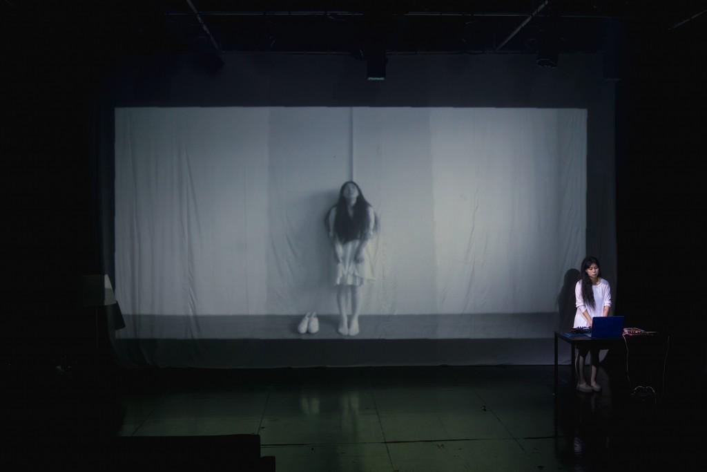《纖維絲》演出相片(相片由小城實驗劇團提供/攝影│Kenny Ngai)